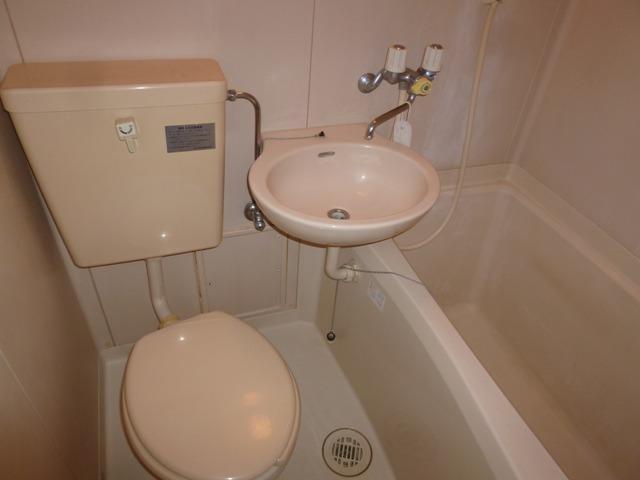 Bathroom (Self-contained bathroom)