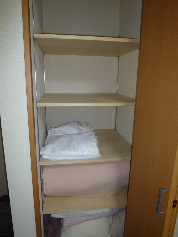 Living Room (shelves)