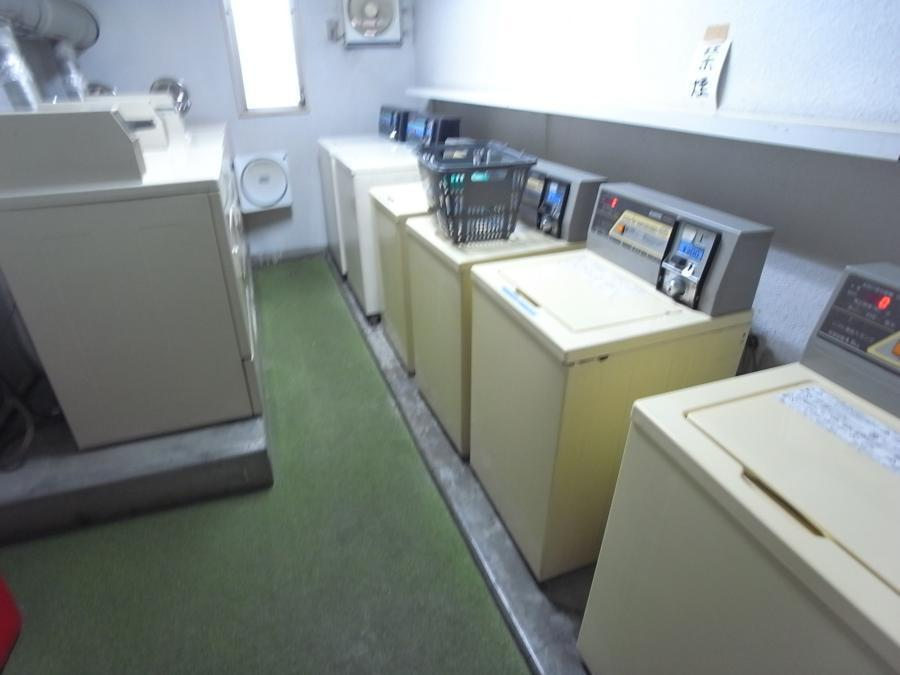Common Area (Coin Laundry)
