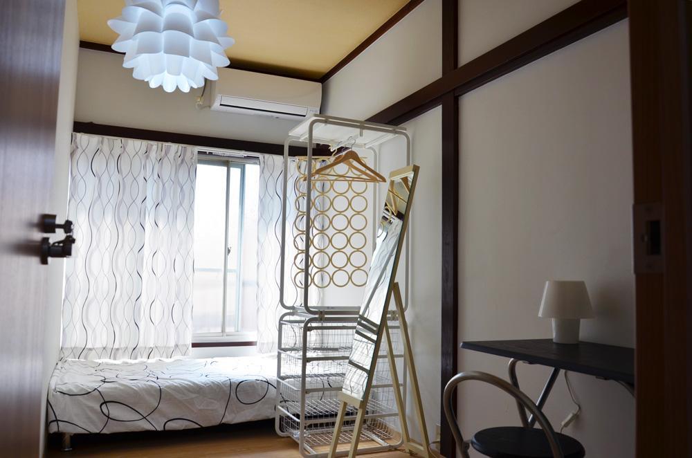 Bedroom (Room 2)
