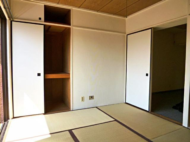 Living Room (Tatami floor)