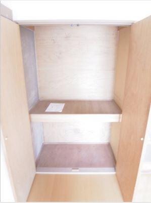 Bedroom (Closet)