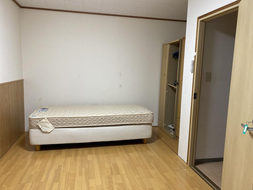 Bedroom (Private Room 101)