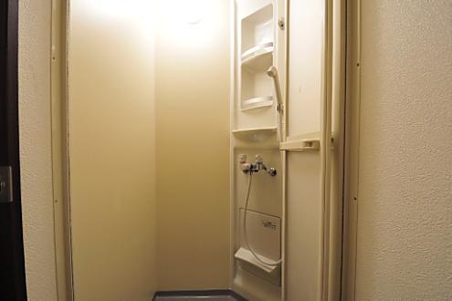 Common Area (Shower Room)