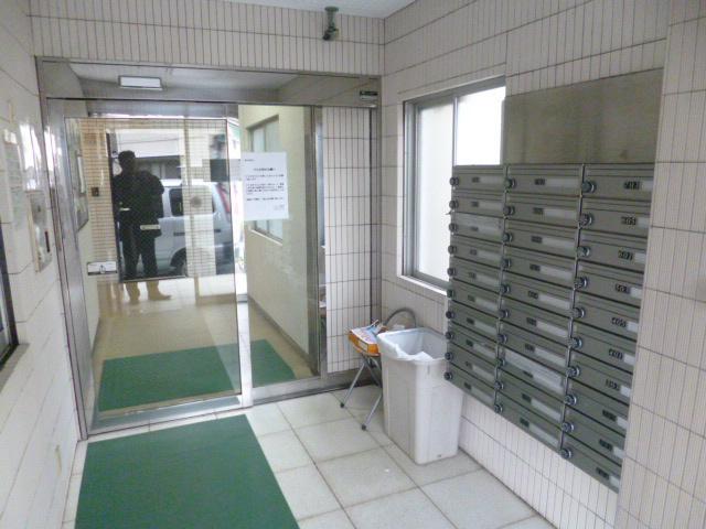 Entrance Hall (Mail box)