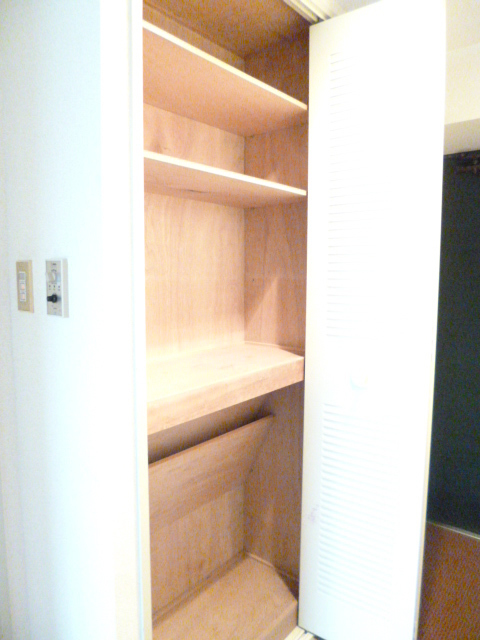 Common Area (Closet)
