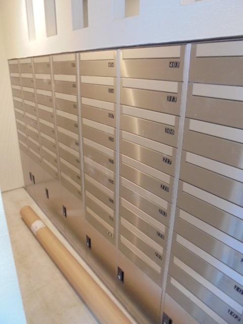 Lobby (Mail box)