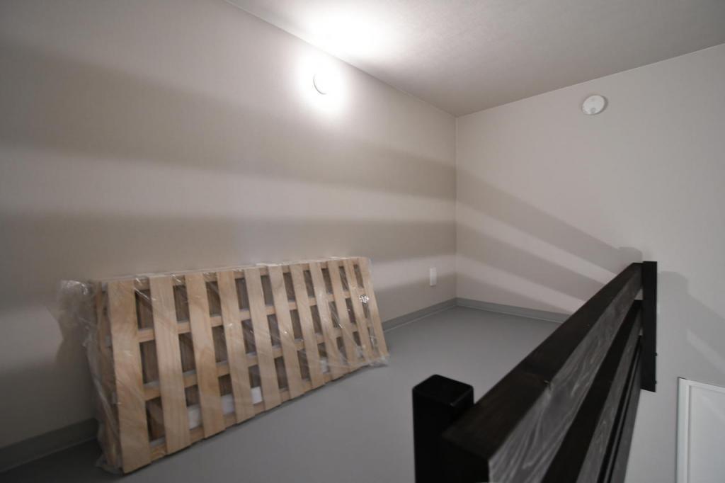 Bedroom (Room 102)