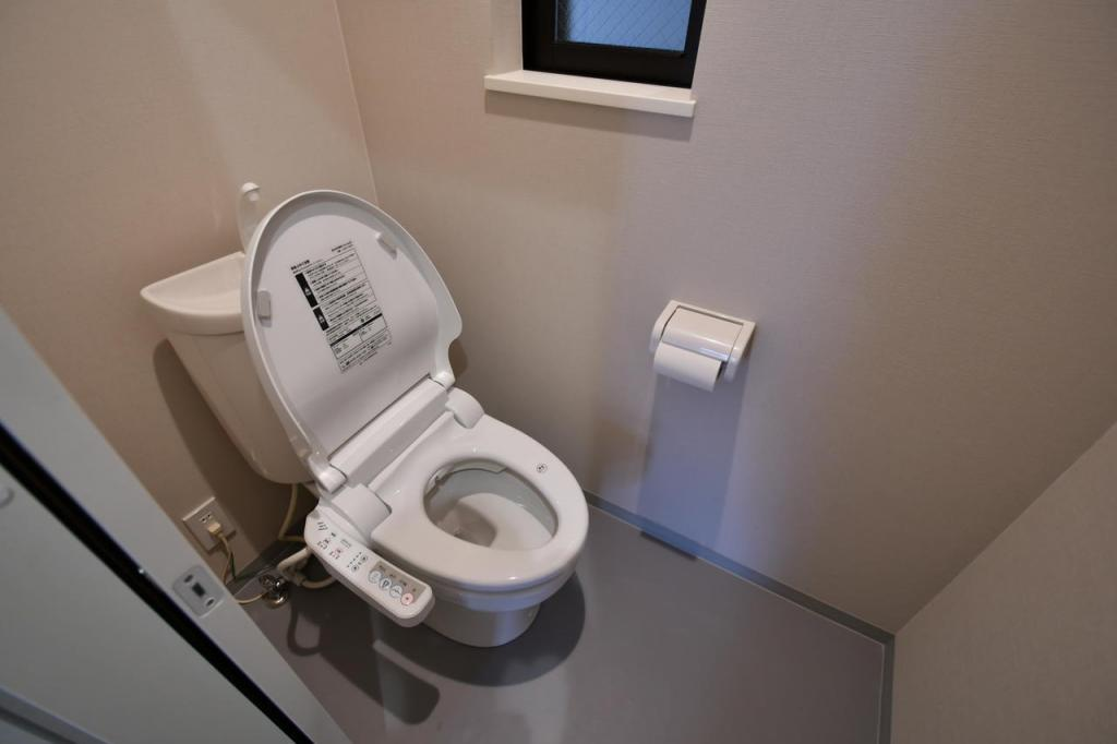 Toilet (Shared)