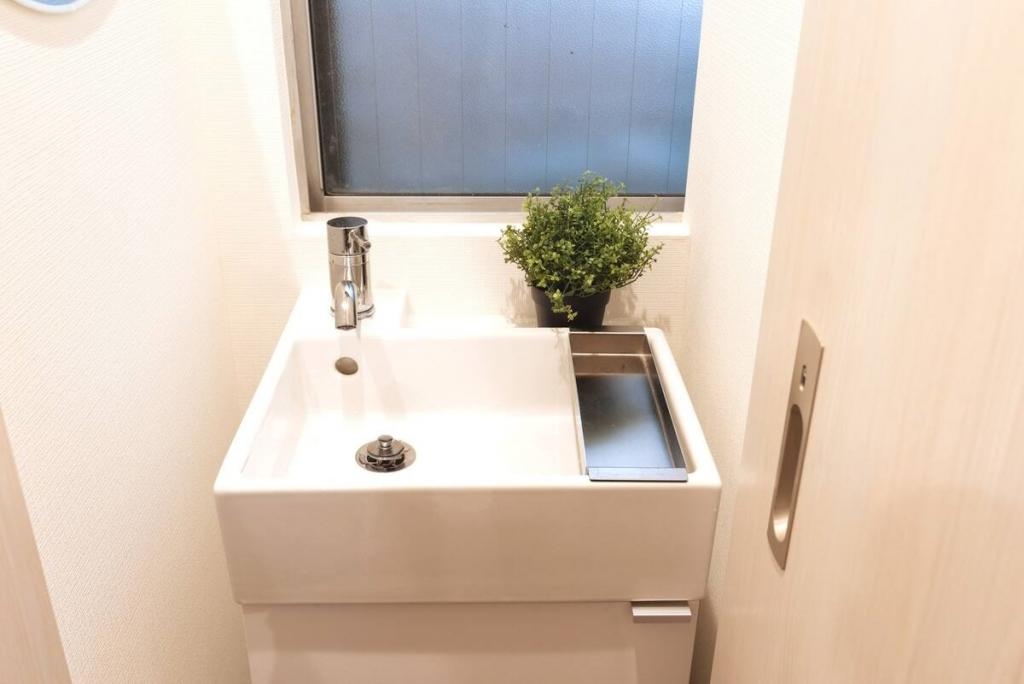 (1F: Wash Basin )
