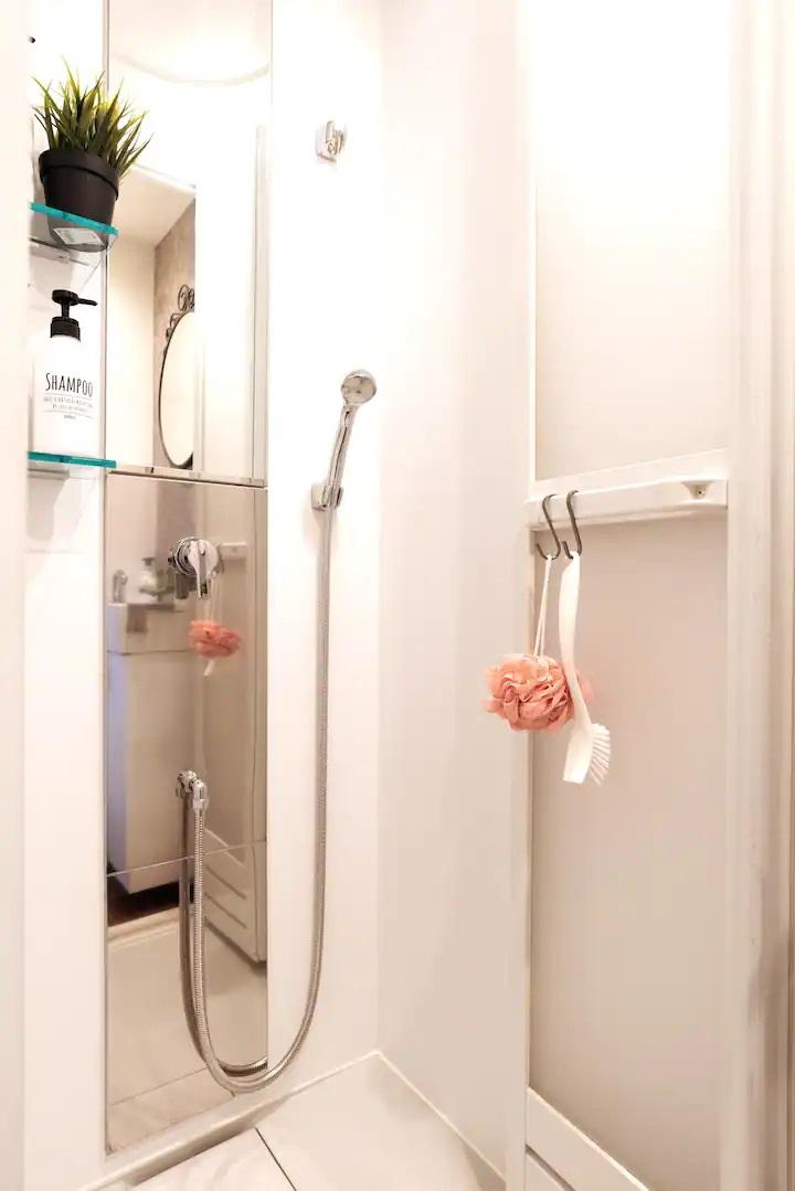 (2F: Shower Room)