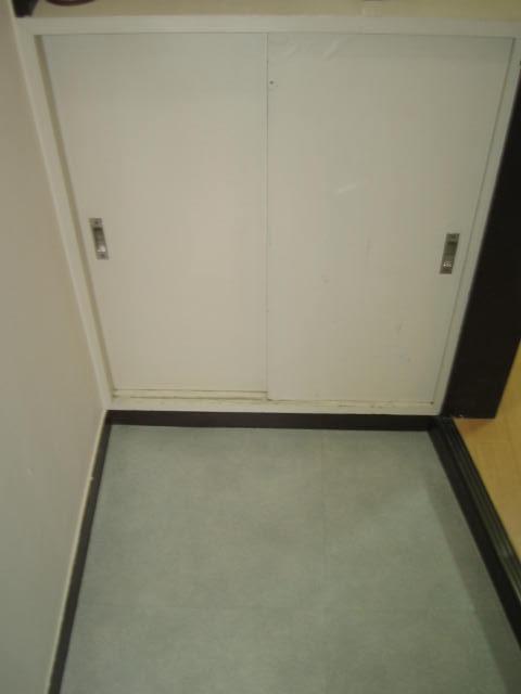 Entrance (Shoe Box)